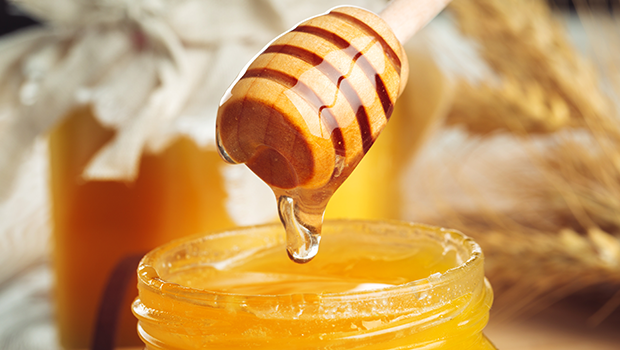 Jaggery-vs-Honey-Which-is-the-Healthiest-Sweetener