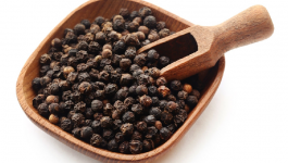 5 Incredible Benefits of Black Pepper For Hair