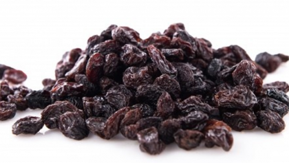 5 Health Benefits of Raisins with Milk for Your Little Ones